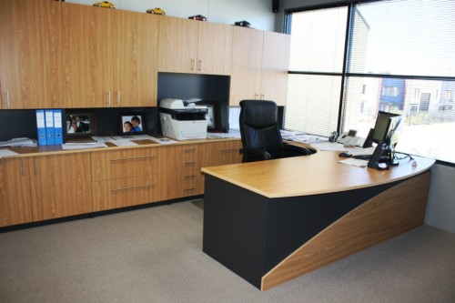 CUSTOM OFFICE SUITE IN AMERICAN OAK AND ANTHRACITE